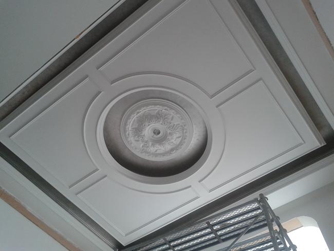 憬华装饰所有吊顶用轻钢龙骨和石膏板完成