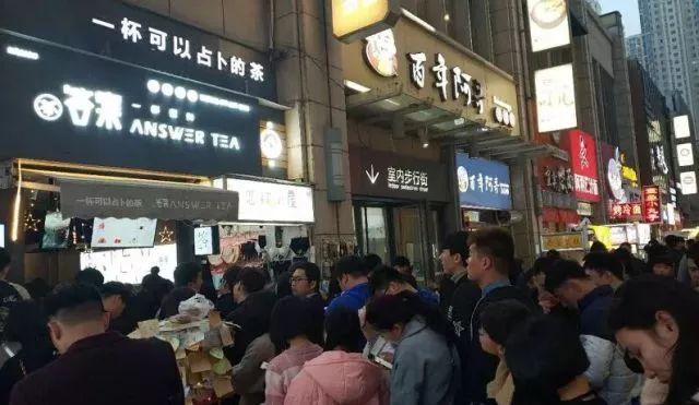 """一杯可以""""占卜""""的茶,2个月之内加盟249家门店,一天接入8000通加盟咨询电话。"""